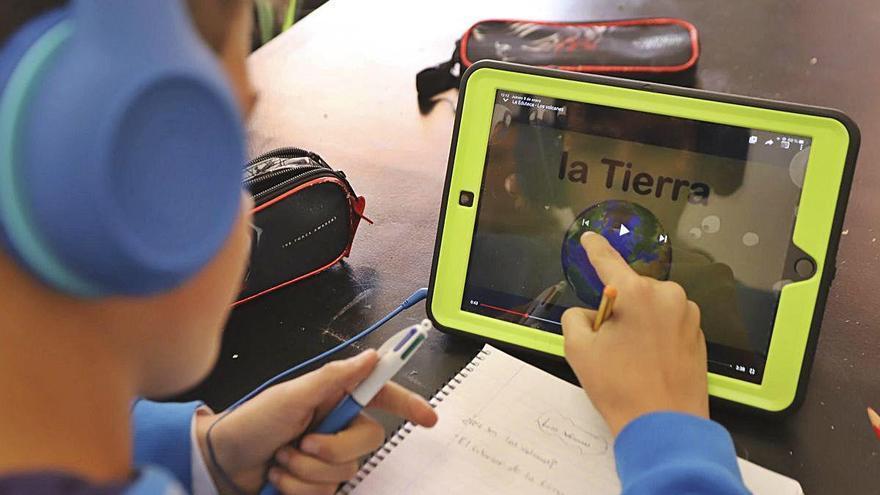 El Consell enviará tabletas a 9.700 alumnos para que puedan estudiar en casa