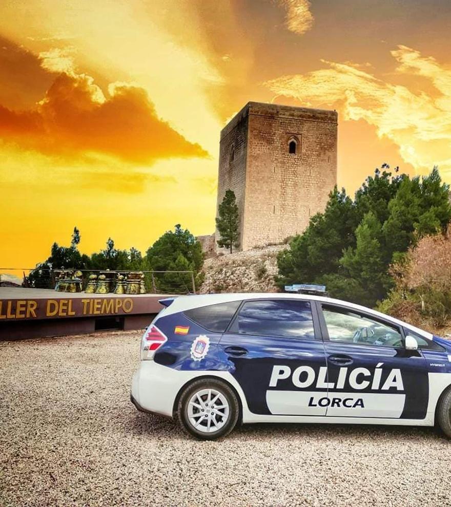 Condenan al Ayuntamiento de Lorca a readmitir a un policía sin plaza por irregularidades en el proceso
