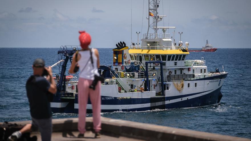 El 'Ángeles Alvariño' retoma la búsqueda en el mar de Tomás y Anna Gimeno