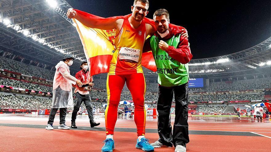 Cabrera vuelve al Olimpo con un bronce dedicado a su abuelo