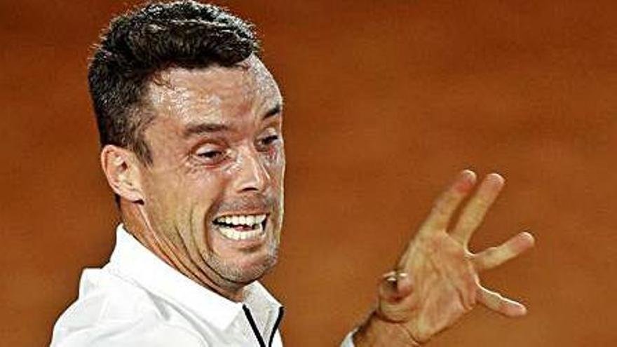 Djokovic se da un paseo y Bautista gana en Roland Garros