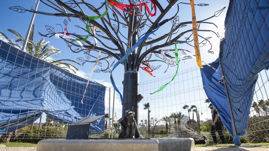 Así es el nuevo árbol de Alicante para colocar cintas en memoria de los perros fallecidos