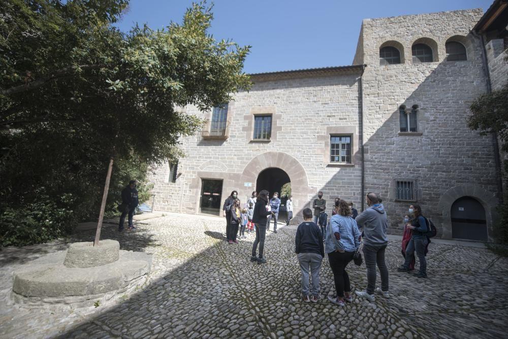 Turisme a Món Sant Benet durant la Setmana Santa