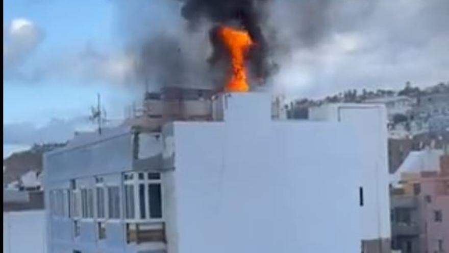 Incendio en un edificio de Suárez Naranjo.