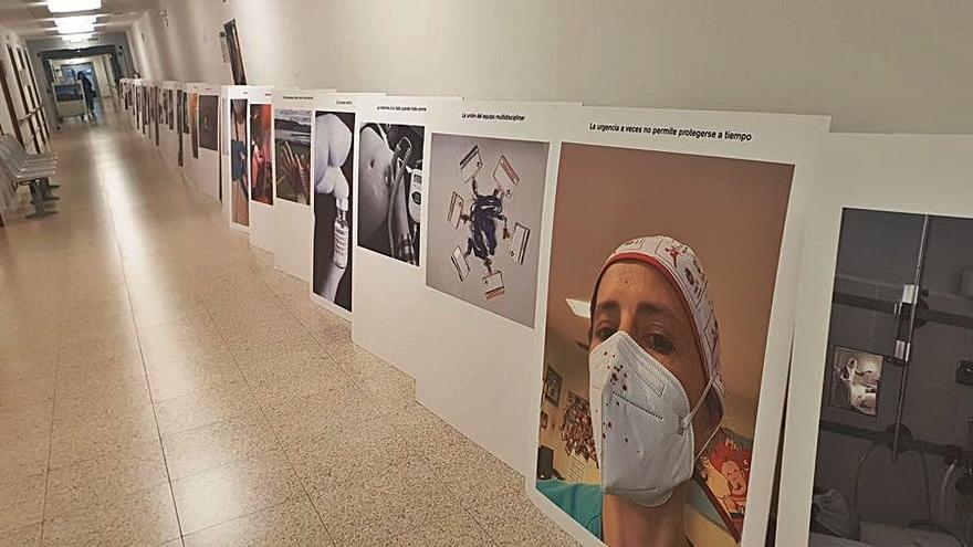 El personal de enfermería retrata su trabajo y expone las fotos en Avilés