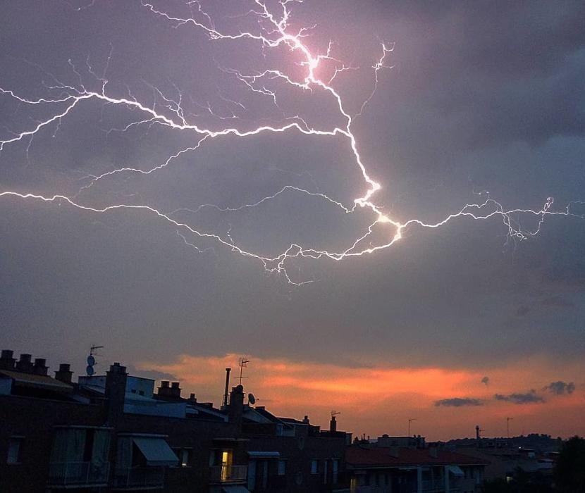 Sant Joan de Vilatorrada. Un dels nostres lectors ens ha fet arribar una imatge espectacular d'una tempesta elèctrica que va poder veure de nit a Sant Joan de Vilatorrada.