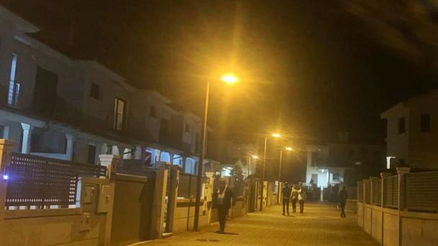 Asaltan dos chalés en una urbanización llena de vecinos de San Miguel de Oia