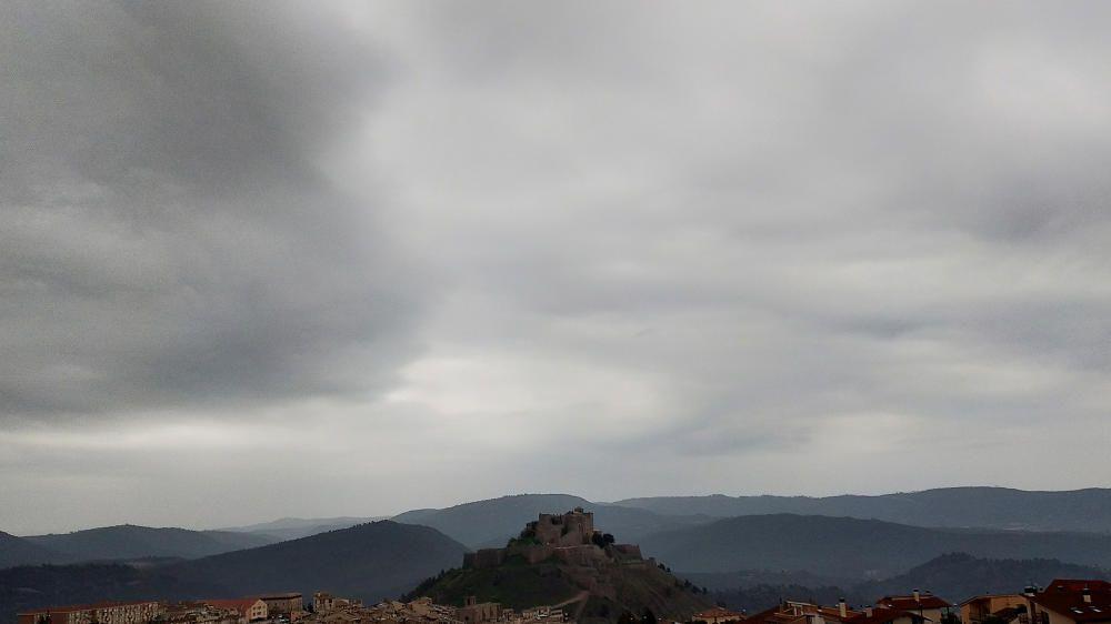 Pluja i núvols a Cardona.