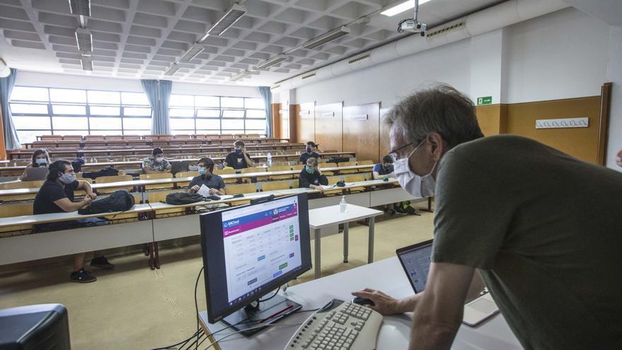 La UA no pondrá falta a los alumnos que sigan la clase online aunque les toque presencial