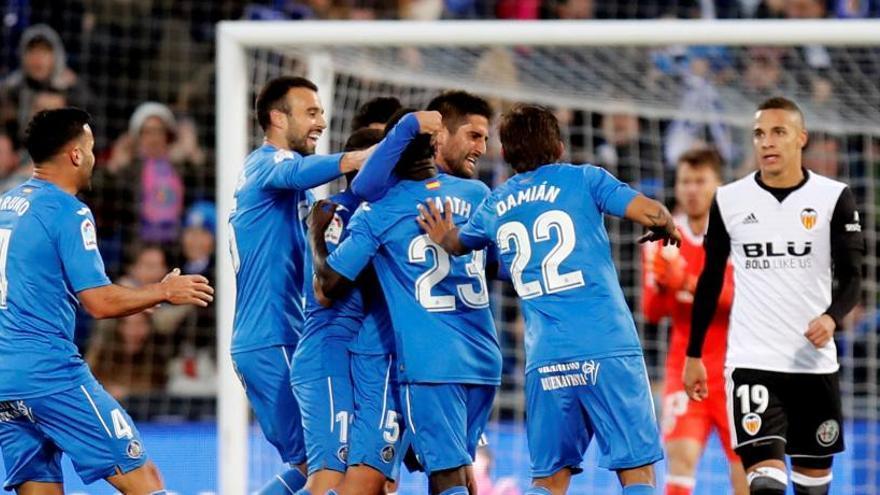El Valencia cae en Getafe y se aleja del Barça