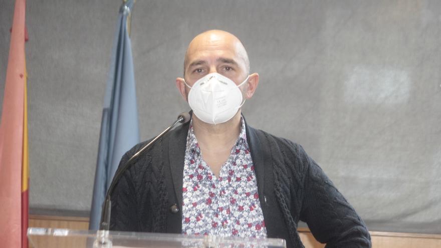 Adrián Pena desmiente la existencia de un pacto entre IU y Anova y que su dimisión pasaba por una disculpa pública que no se produjo