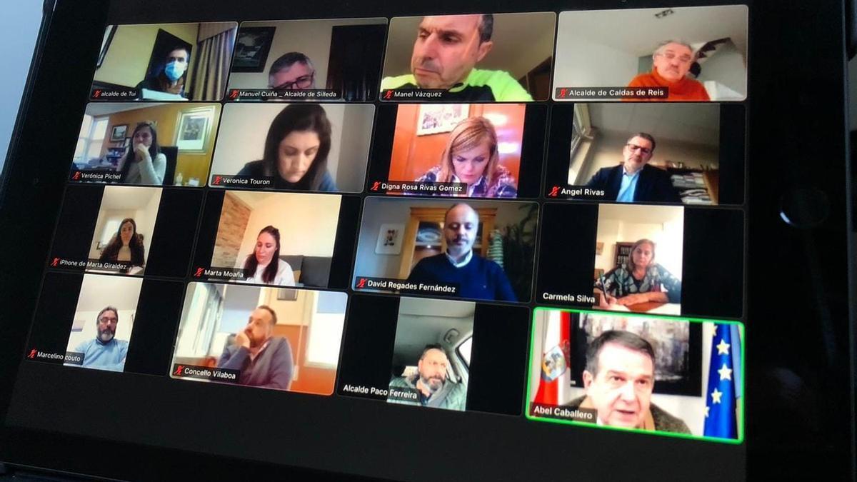 Los alcaldes socialistas de Pontevedra, durante su reunión telemática
