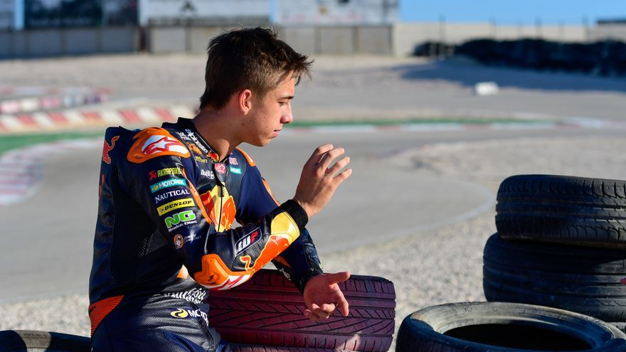 Acosta inicia la semana en la que puede ser campeón del mundo de Moto3