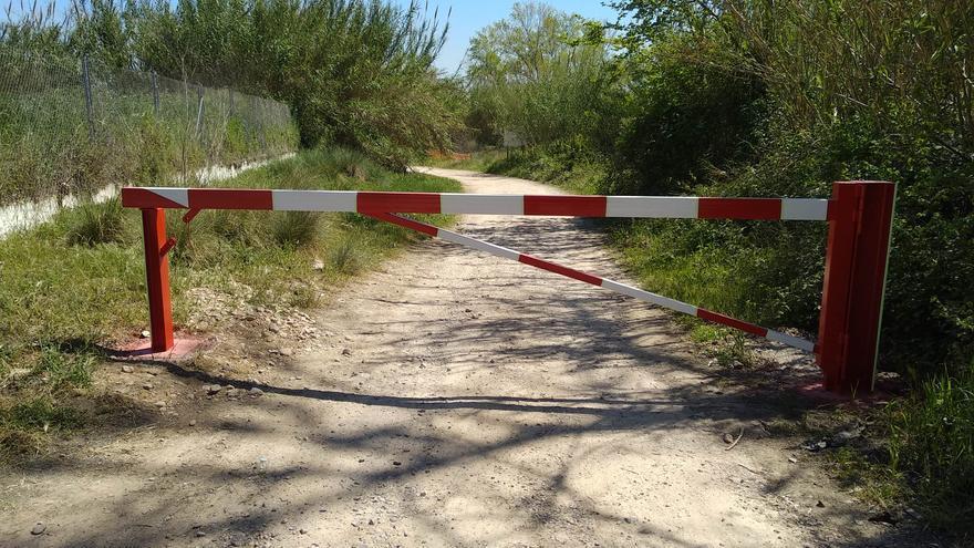 Manises impide el acceso de vehículos motorizados al río Turia