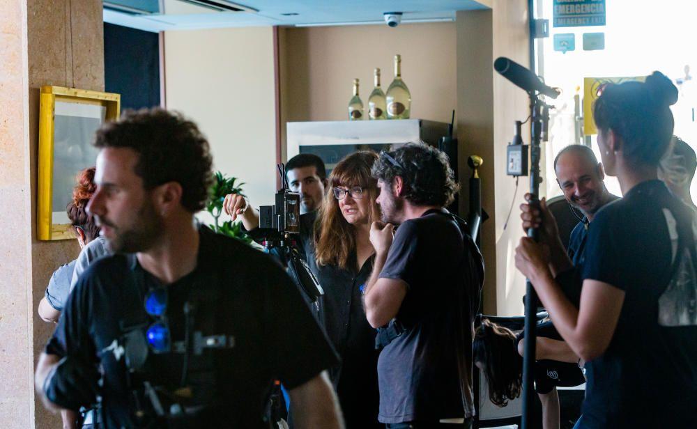 La película tiene como escenario principal la ciudad y está producida por El Deseo, de los hermanos Pedro y Agustín Almodóvar