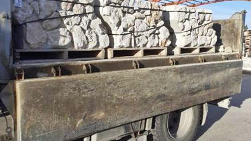 Lletra menuda | La pedrada del muro prefabricado
