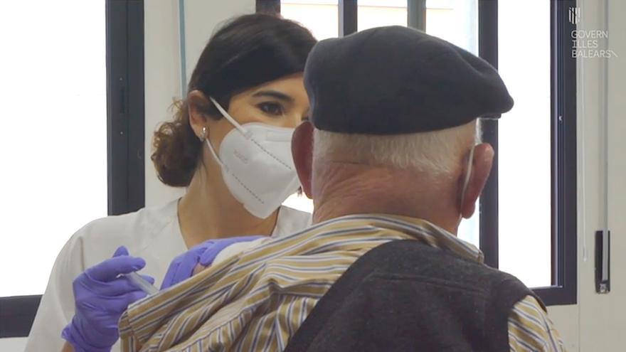 Coronavirus en Mallorca: así se vacuna a las personas mayores de 80 años en Inca