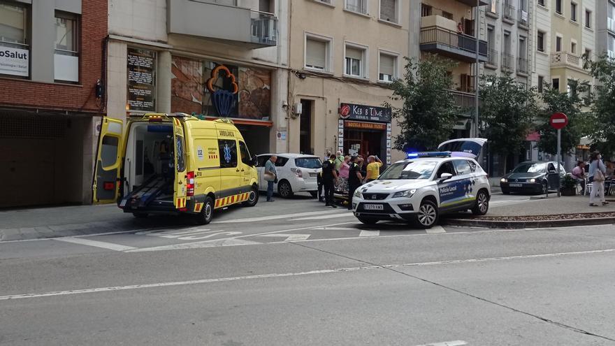 Atropellen una dona d'edat avançada al carrer Jacint Verdaguer de Manresa