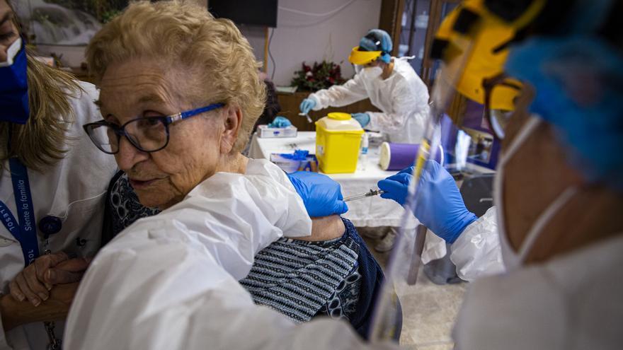 Sanidad acelera la vacunación con más de 500 dosis en el día de Reyes en Alicante