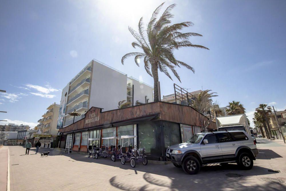 """RTL und UFA Fiction drehen in Can Picafort die TV-Serie """"König von Palma"""" mit Henning Baum. Das Team lässt dafür in dem Ferienort die Playa de Palma Anfang der 90er-Jahre wieder aufleben. Weitere Dreh"""