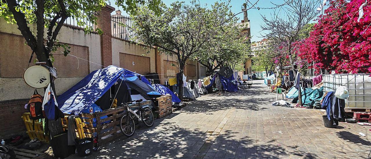 El asentamiento de Beato Gaspar Bono lleva más de un lustro en el entorno de Jesuitas. | FRANCISCO CALABUIG