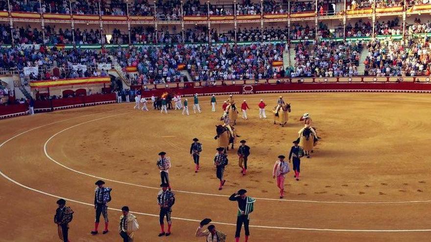 Els toros «marquen un gol per l'esquadra» al futbol: Omplen una plaça de toros a Cadis