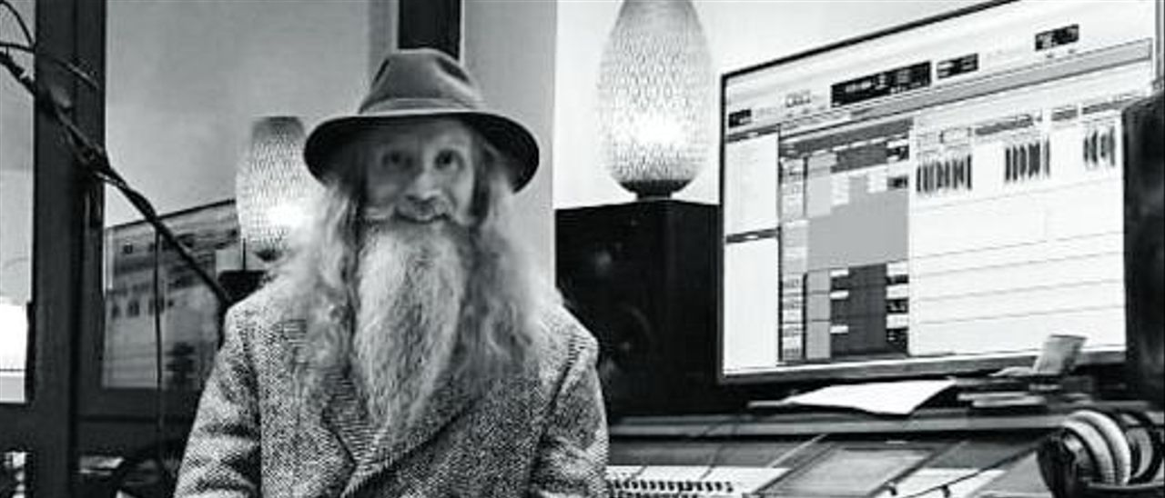 Ángel Guache, en el estudio de grabación. | LNE