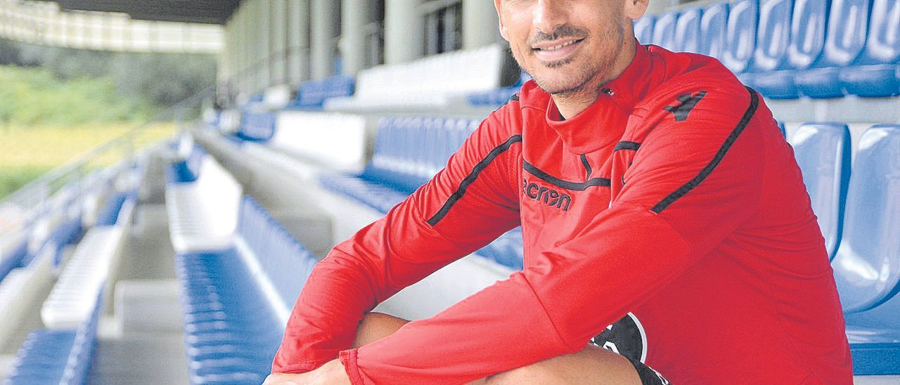 Vicente Gómez, centrocampista del barrio de Schamann de 32 años, durante su etapa como jugador del Deportivo.