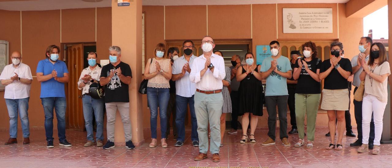 Minuto de silencio en El Campello por el asesinato de las niñas de Tenerife sin Vox