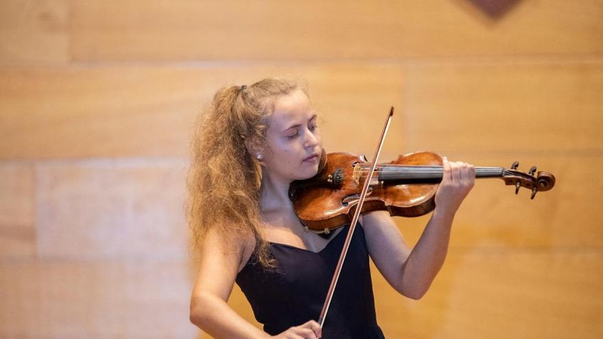 Violinistas de siete países pasan a la semifinal de CullerArts