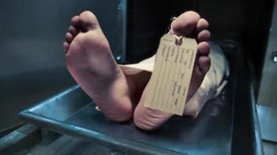 'Reviu' al dipòsit de cadàvers mentre la rentaven pel seu funeral