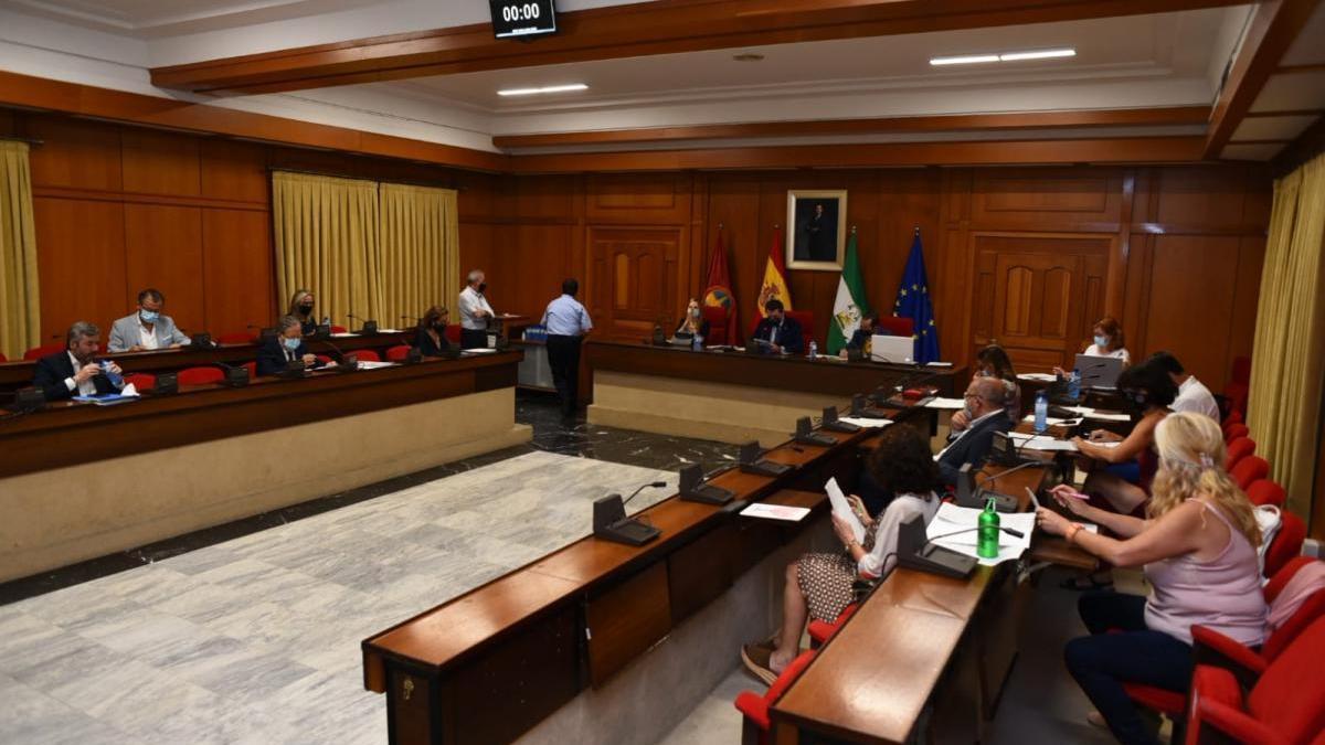 PP y Cs avalan en el pleno la gestión del gobierno frente a la crítica de la oposición