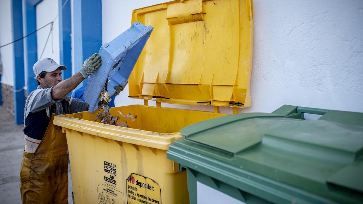 Los pescadores valencianos recogieron 76.000 kilos de basura marina en 2019, la mitad de la recuperada en España