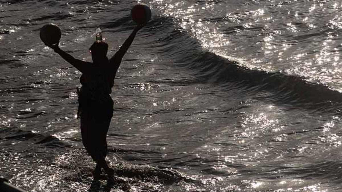 Las redes lamentan la muerte de Deborah, 'la señora de las pelotas' de Las Canteras