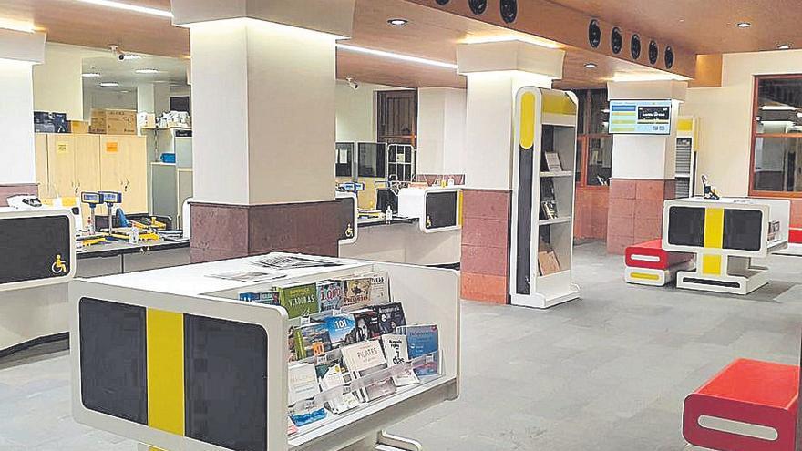 Correos ya presta de nuevo servicio en su sede de la plaza de Santo Domingo