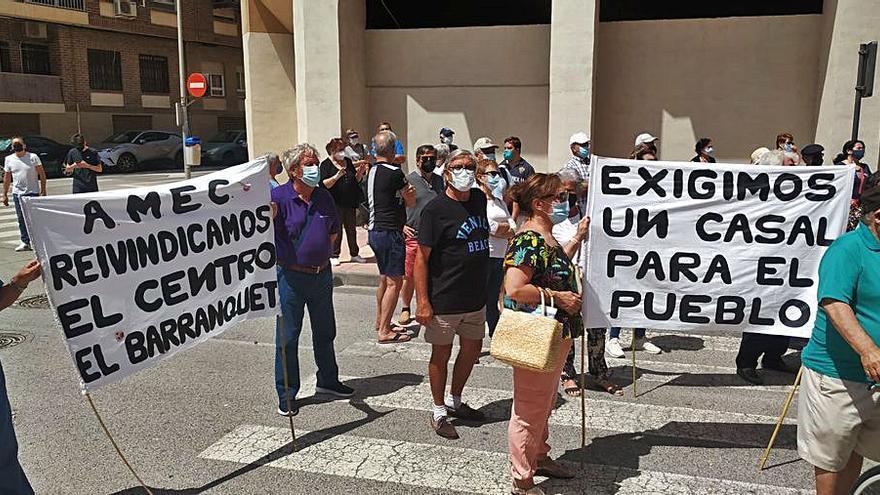 Movilización ciudadana en apoyo a la Asociación de Mayores de El Campello
