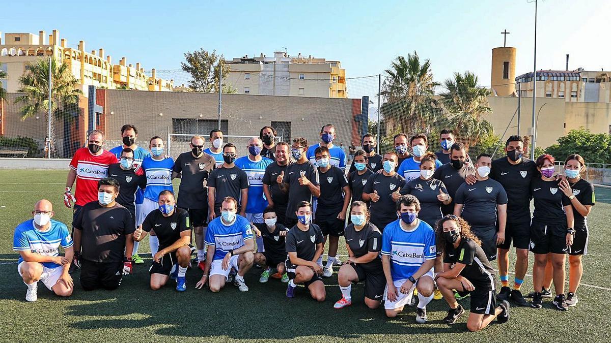 Foto de familia del encuentro entre directivos de CaixaBank y el Málaga CF Genuine.