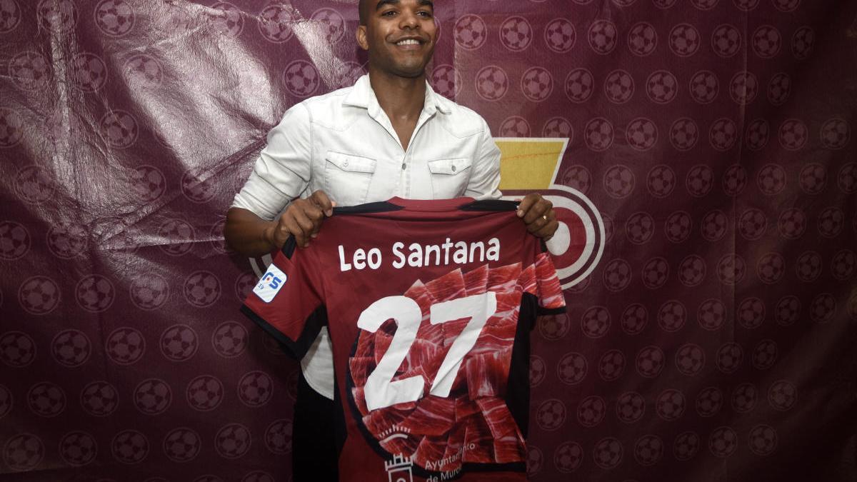 Leo Santana y Miguelín, dos renovaciones de alto riesgo para ElPozo