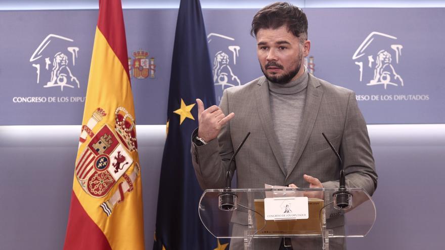 """Rufián acusa a los Comunes de """"mentir"""" y avisa a a JxCat de que ERC """"no es la criada de nadie"""""""