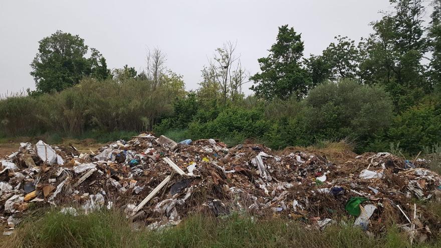 Retiran más de 115 toneladas de basura en el río Turia en Manises