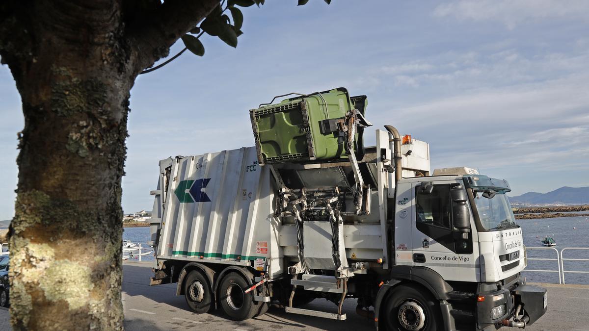 Camión de carga lateral.