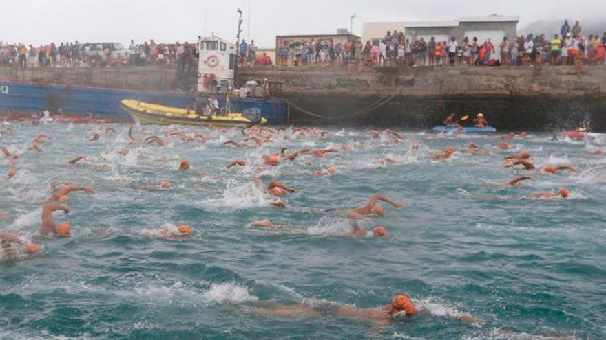 La Graciosa se queda sin su gran travesía a nado por el mal estado del mar