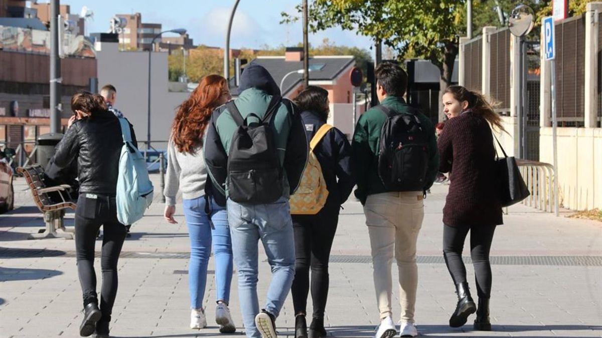 Un grupo de jóvenes