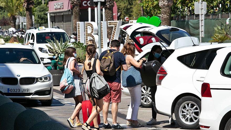 Ibiza y Formentera inician la temporada con 749 empresas y 13.565 empleos menos que en 2019