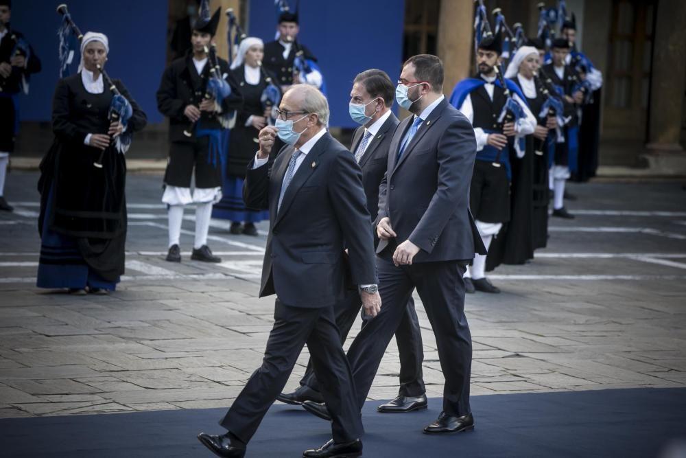 Luis Fernández-Vega, Adrián Barbón y Alfredo Canteli.