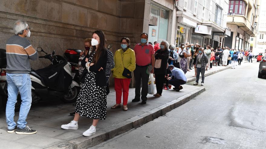 Largas esperas en el Banco de España de A Coruña el último día para cambiar pesetas