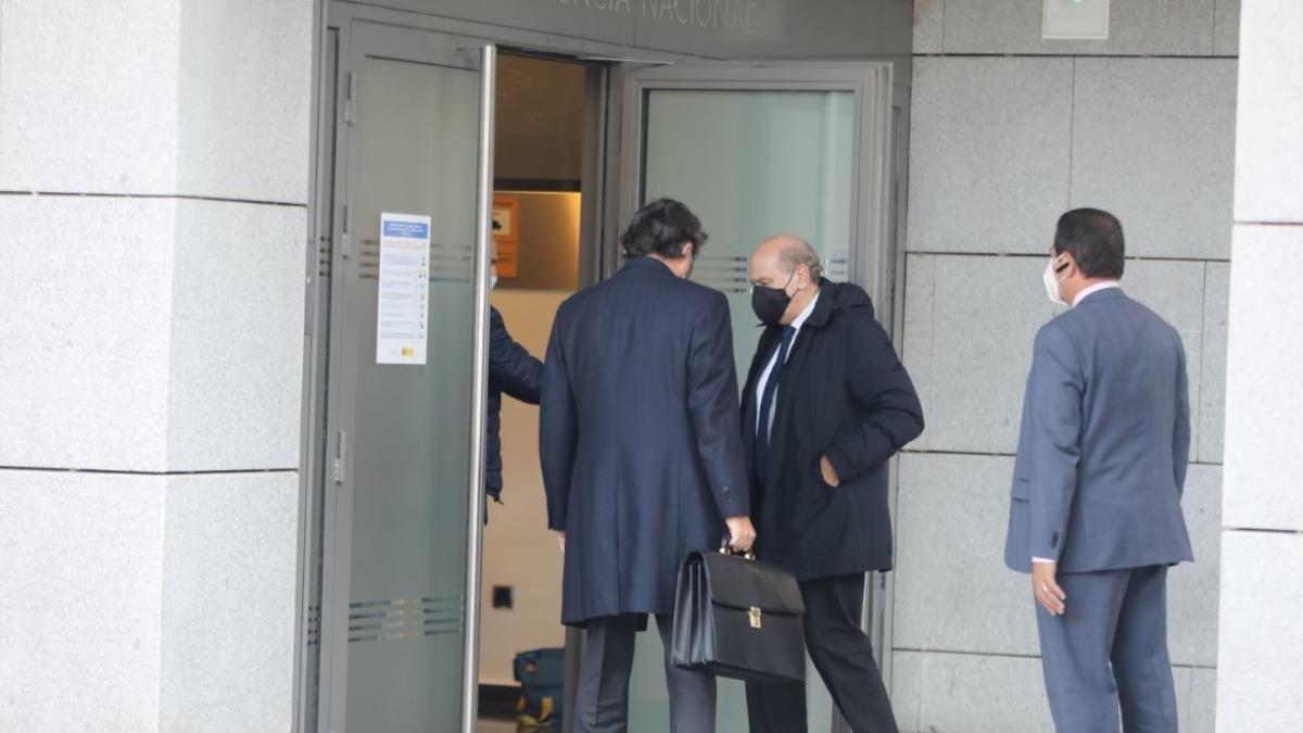 Fendández Díaz entrant a l'Audiència Nacional.