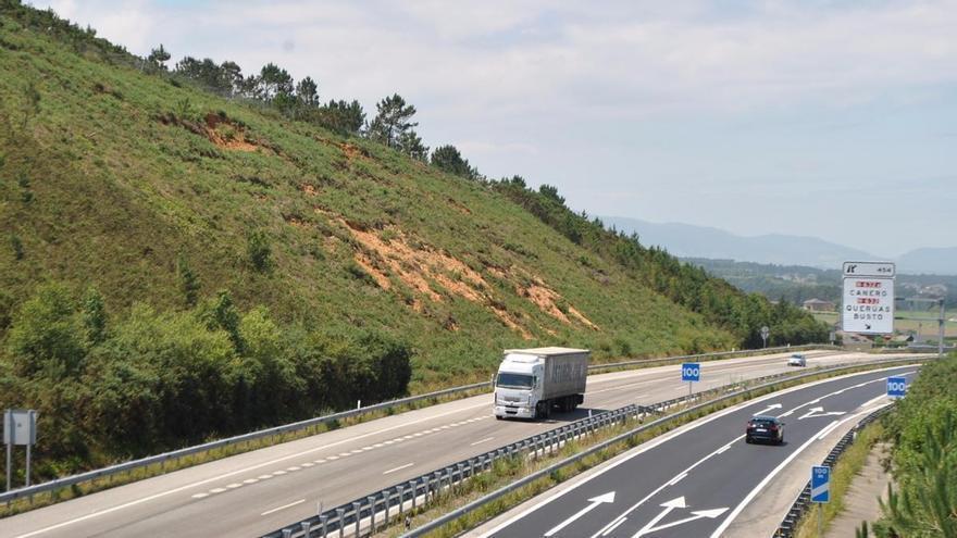 El misterio del kamikaze asturiano del coche blanco que muchos aseguran haber visto en la autovía del Cantábrico