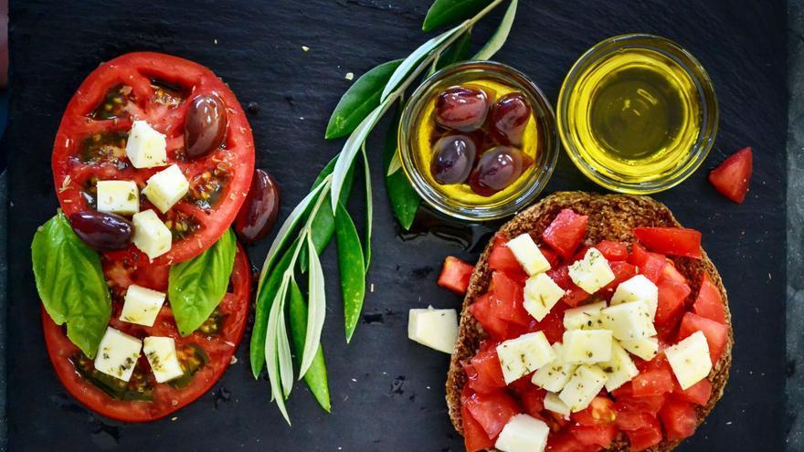Ejercicio y dieta mediterránea elevan la salud psíquica de los adolescentes