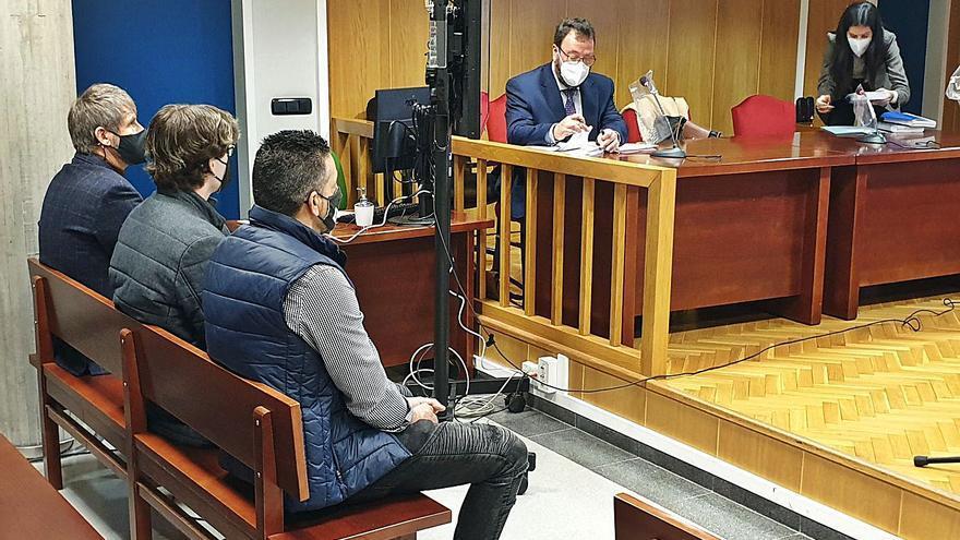 """El juicio por el incendio causado por los fuegos de Bouzas: """"Dirigimos los cohetes al mar, pero alguna ráfaga los llevó a los coches"""""""